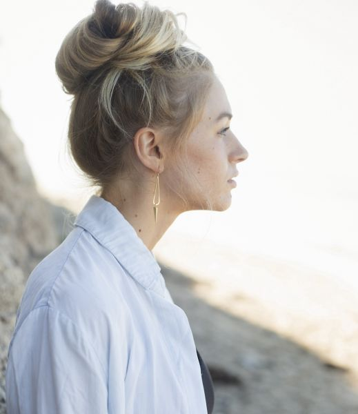 profile-portrait-of-a-blond-woman-with-a-hair-bun-UTYCLJC